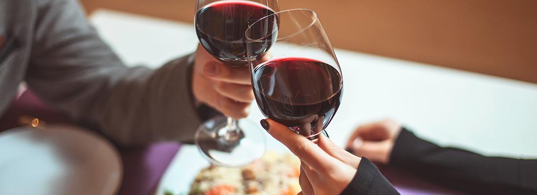 アルコールとバイアグラ:バイアグラを服用して安全に飲酒する方法とは?